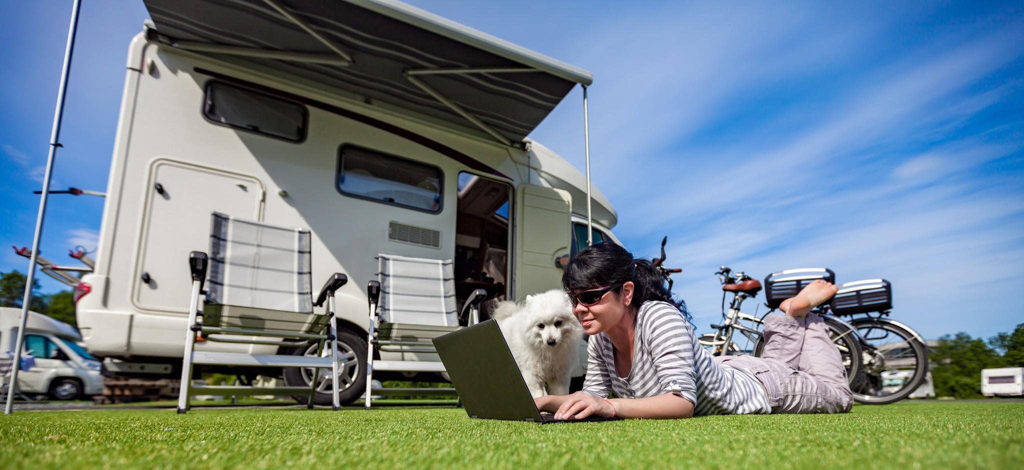 %e2%80%8f%e2%80%8fbigstock-woman-on-the-grass-with-a-dog-144562691-%d7%a2%d7%95%d7%aa%d7%a7